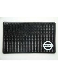 Нано-коврик на панель противоскользящий с логотипом NISSAN